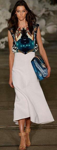 white-midi-skirt-blue-navy-top-graphic-blue-bag-clutch-wear-outfit-spring-summer-tan-shoe-sandalh-hairr-lunch.jpg