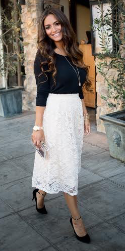 white-midi-skirt-black-tee-necklace-pend-lace-wear-outfit-spring-summer-black-shoe-pumps-brun-work.jpg