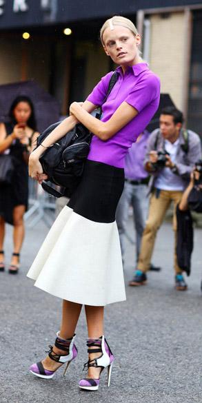 white-midi-skirt-purple-royal-tee-polo-bun-colorblock-purple-shoe-sandalh-spring-summer-blonde-lunch.jpg