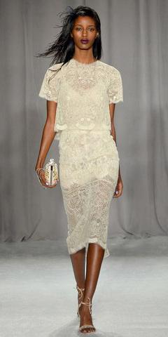 white-midi-skirt-white-top-lace-white-bag-clutch-wear-outfit-spring-summer-white-shoe-sandalh-match-brun-dinner.jpg
