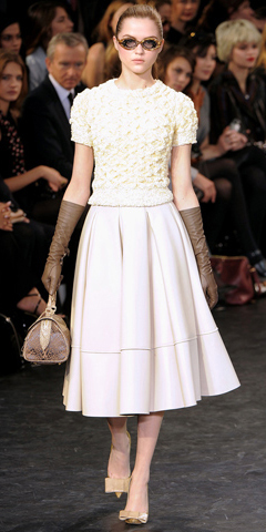 white-midi-skirt-white-sweater-gloves-tan-bag-hand-sun-pony-wear-outfit-fall-winter-tan-shoe-pumps-fashion-blonde-lunch.jpg