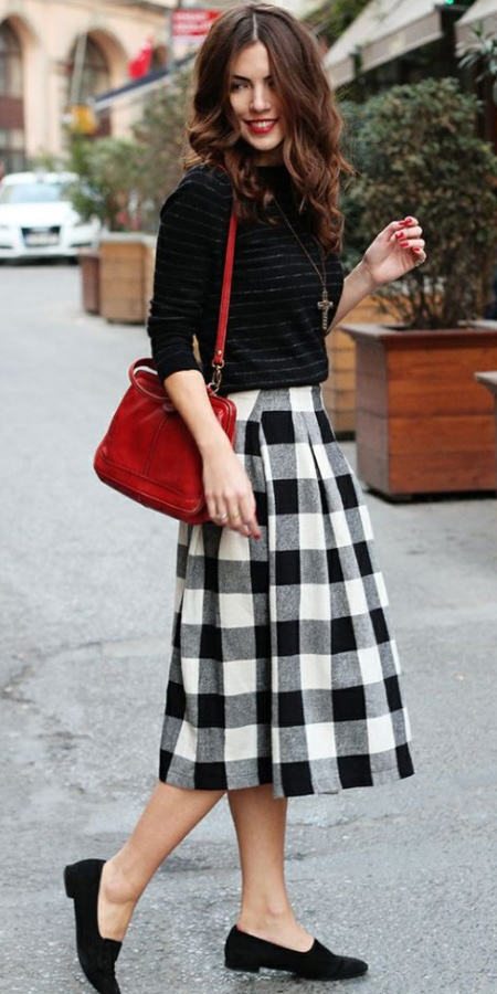 white-midi-skirt-black-sweater-necklace-pend-plaid-print-wear-outfit-fall-winter-black-shoe-flats-fashion-red-bag-brun-lunch.jpg