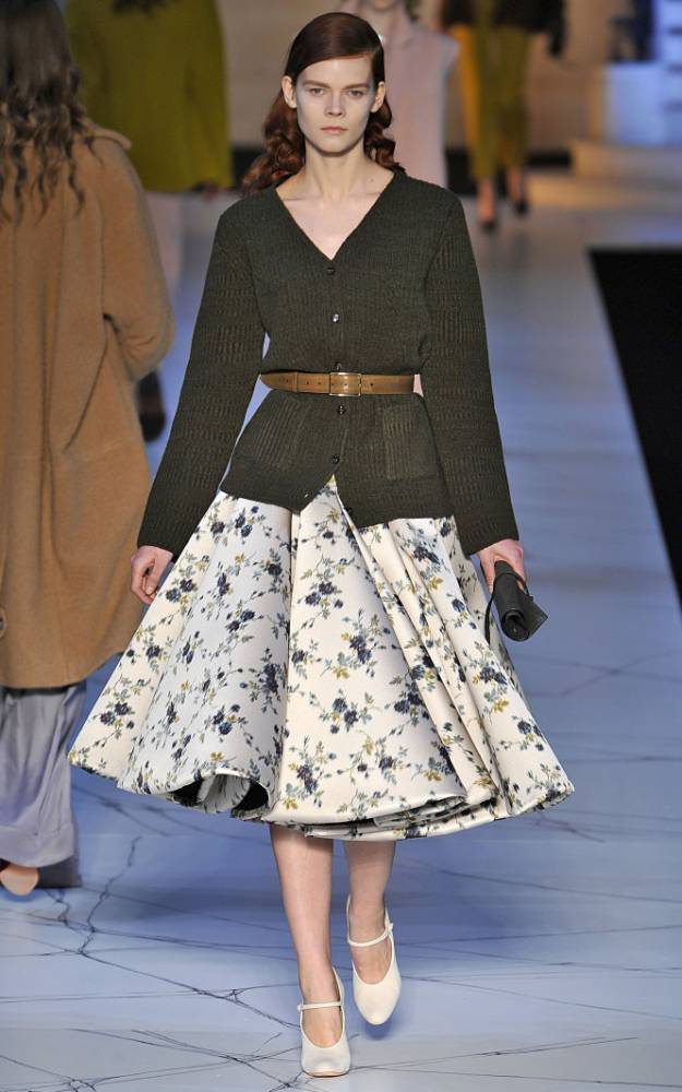 white-midi-skirt-green-olive-cardiganl-wear-outfit-fall-winter-white-shoe-pumps-floral-print-fashionrunway-belted-hairr-lunch.jpg