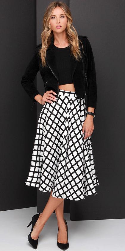 white-midi-skirt-black-top-crop-black-jacket-moto-wear-outfit-spring-summer-black-shoe-pumps-print-blonde-dinner.jpg