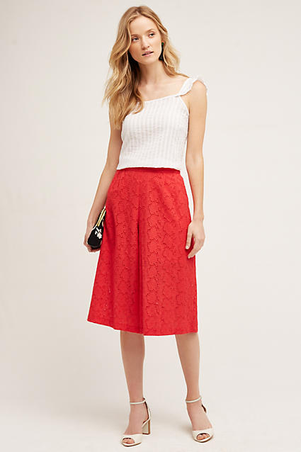red-culottes-pants-white-top-white-shoe-sandalh-black-bag-clutch-blonde-spring-summer-style-fashion-wear-night-dinner.jpg