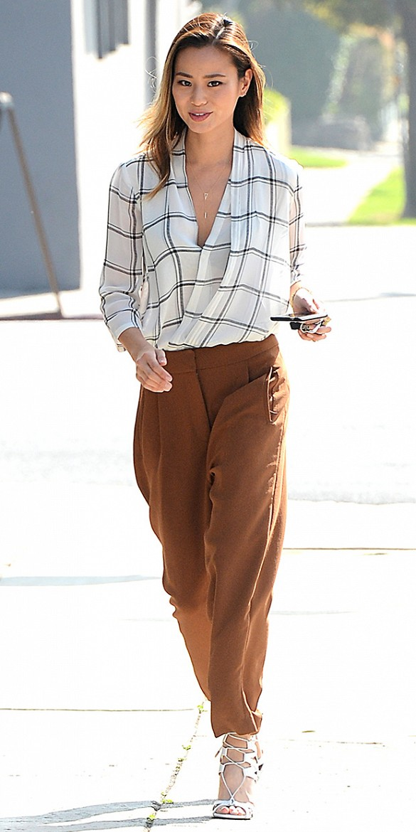 o-camel-culottes-pants-white-top-blouse-white-shoe-sandalh-brun-spring-summer-style-fashion-wear-check-jamiechung-office-work.jpg
