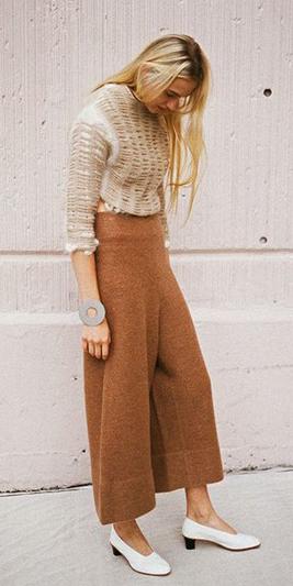 camel-culottes-pants-tan-sweater-white-shoe-pumps-tonal-fall-winter-blonde-lunch.jpg