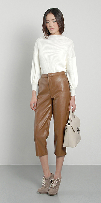 camel-culottes-pants-white-sweater-tan-shoe-booties-fall-winter-brun-work.jpg