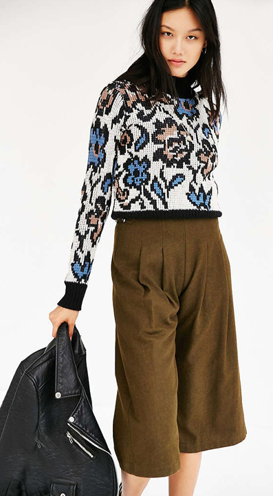 green-olive-culottes-pants-white-sweater-print-black-jacket-moto-brun-fall-winter-style-fashion-wear-floral-urbanoutfitters-lunch.jpg