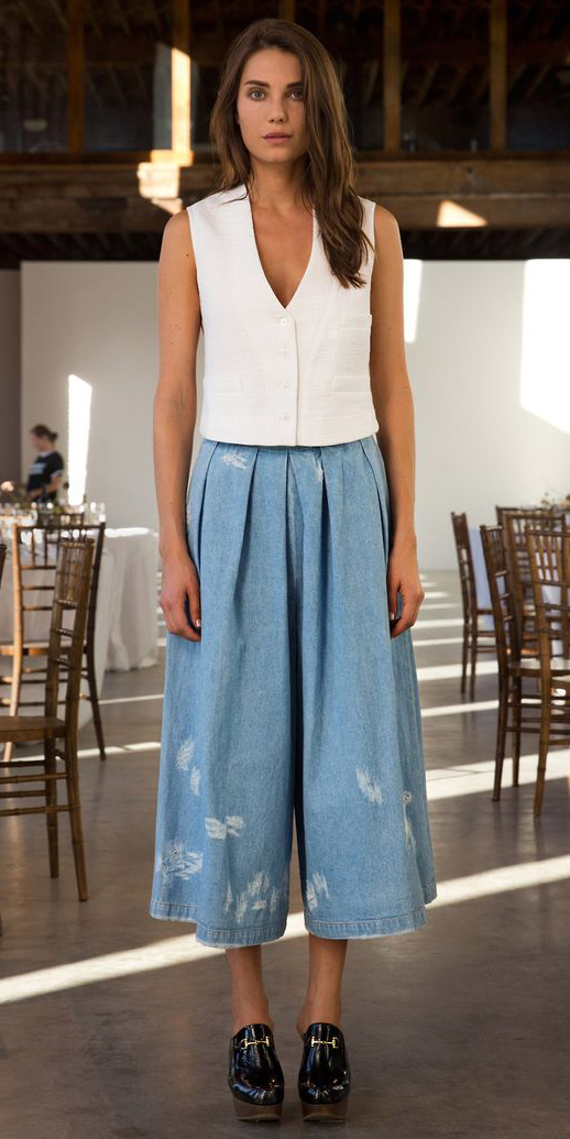 blue-light-culottes-pants-denim-jean-white-top-black-shoe-booties-clogs-spring-summer-hairr-lunch.jpg