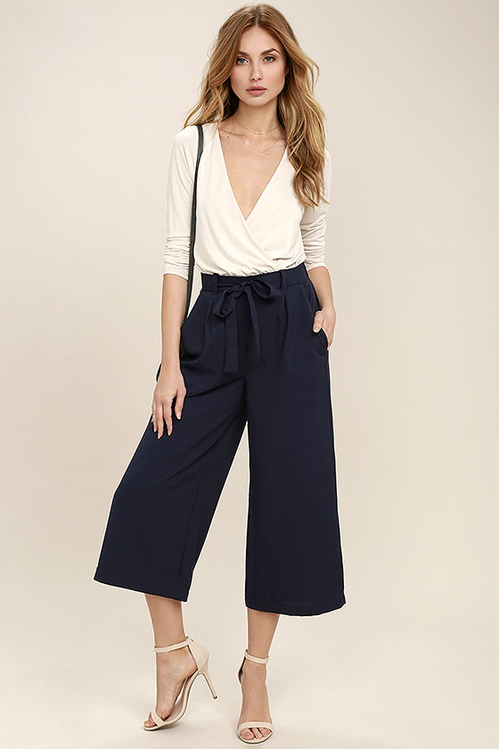 blue-navy-culottes-pants-white-top-tan-shoe-sandalh-spring-summer-blonde-lunch.jpg