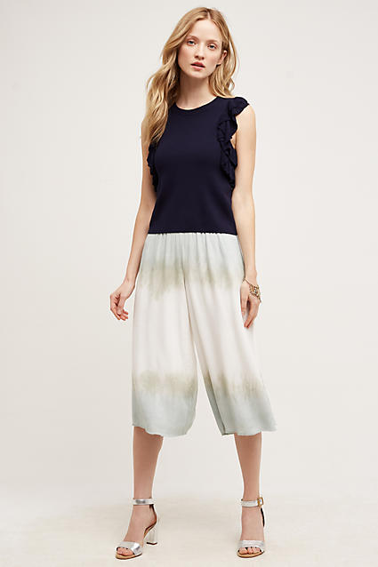 white-culottes-pants-black-top-blonde-spring-summer-style-fashion-wear-gray-shoe-sandals-lunch.jpg