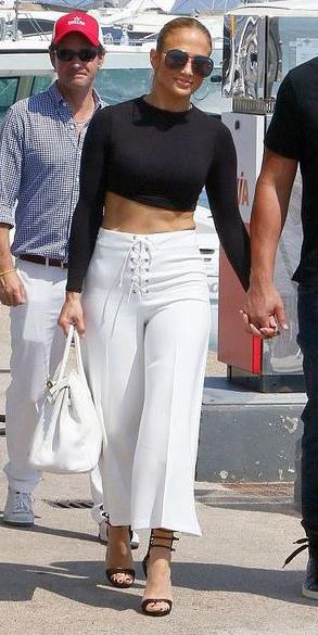 white-culottes-pants-black-crop-top-jenniferlopez-hoops-bun-sun-white-bag-black-shoe-sandalh-spring-summer-hairr-lunch.jpg