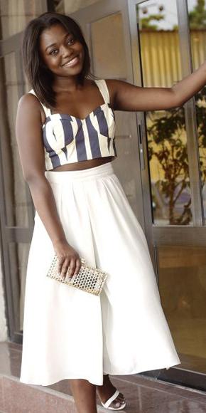 white-culottes-pants-white-crop-top-print-white-shoe-sandalh-spring-summer-brun-lunch.jpg