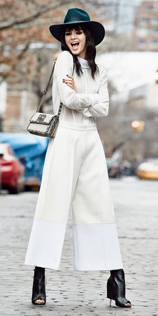white-culottes-pants-white-top-blouse-white-bag-black-shoe-booties-brun-fall-winter-wear-hat-kendalljenner-dinner.jpg