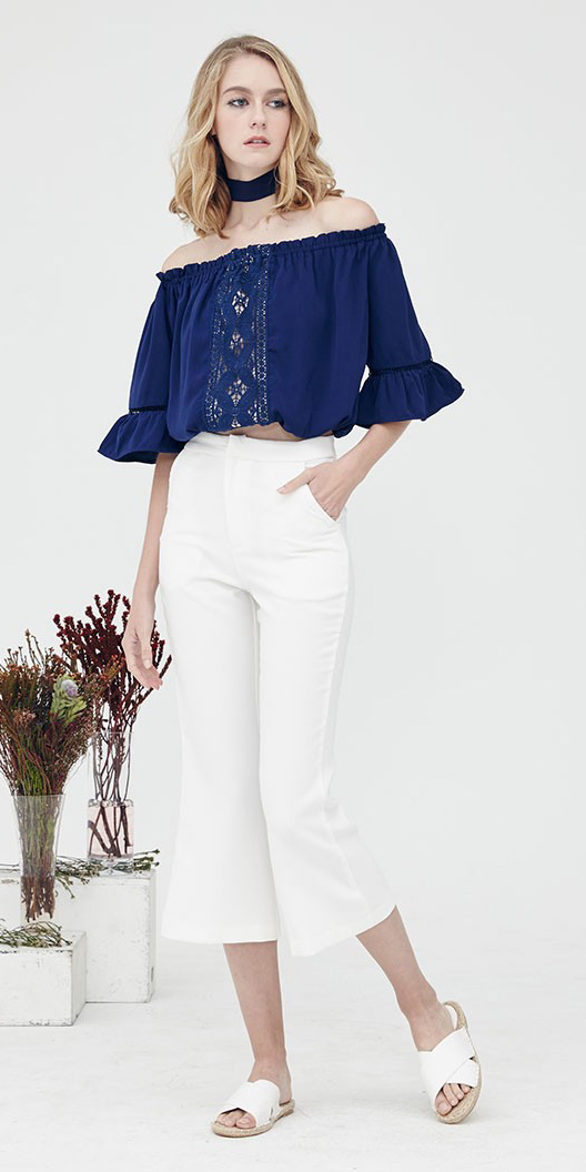 white-culottes-pants-white-shoe-sandals-blue-navy-top-offshoulder-choker-blonde-lob-spring-summer-weekend.jpg