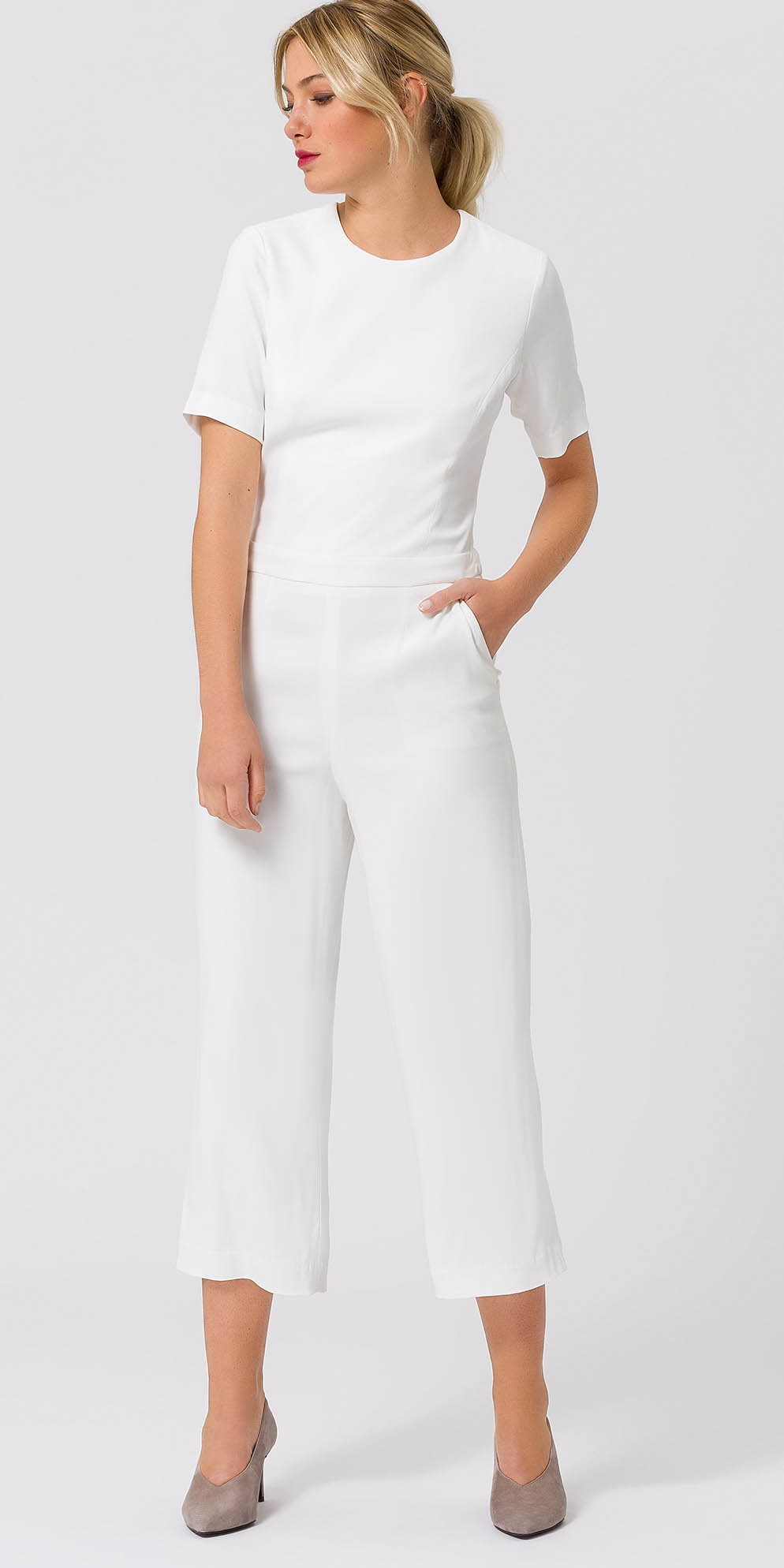 white-culottes-pants-white-top-mono-pony-tan-shoe-pumps-spring-summer-blonde-lunch.jpg