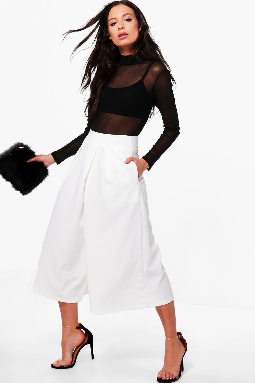 white-culottes-pants-black-top-sheer-mesh-black-bralette-black-bag-clutch-spring-summer-brun-dinner.jpg