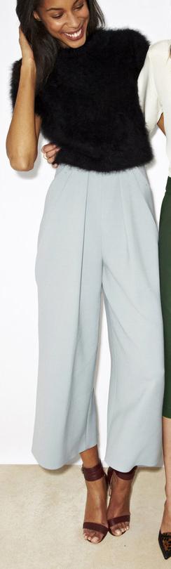 white-culottes-pants-black-sweater-brown-shoe-sandalh-brun-spring-summer-style-fashion-wear-office-work.jpg