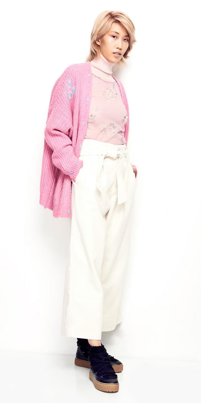 white-culottes-pants-pink-light-sweater-turtleneck-pink-light-cardiganl-blonde-black-shoe-brogues-fall-winter-weekend.jpg