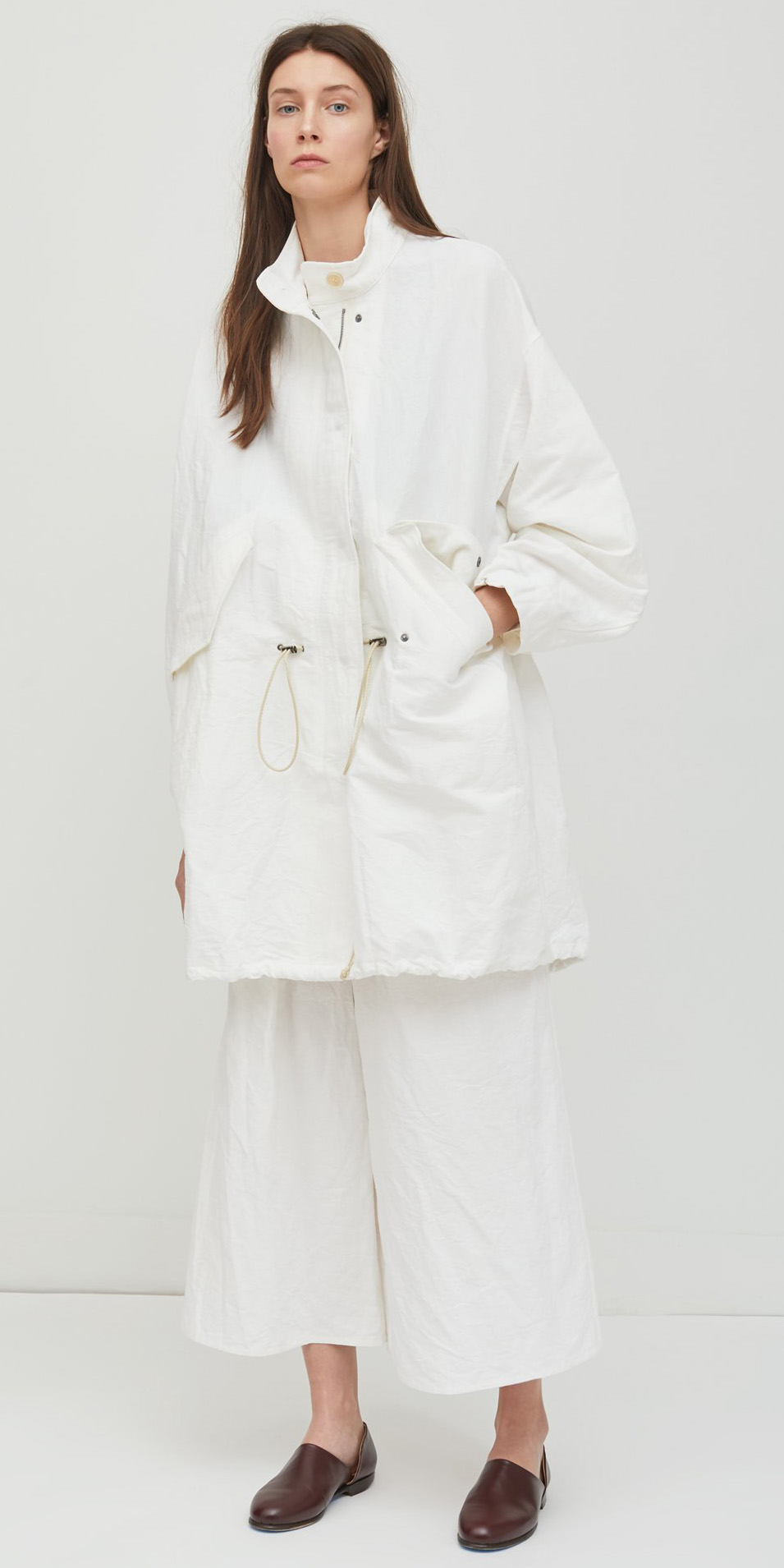 white-culottes-pants-brown-shoe-booties-hairr-white-jacket-coat-parka-fall-winter-lunch.jpg