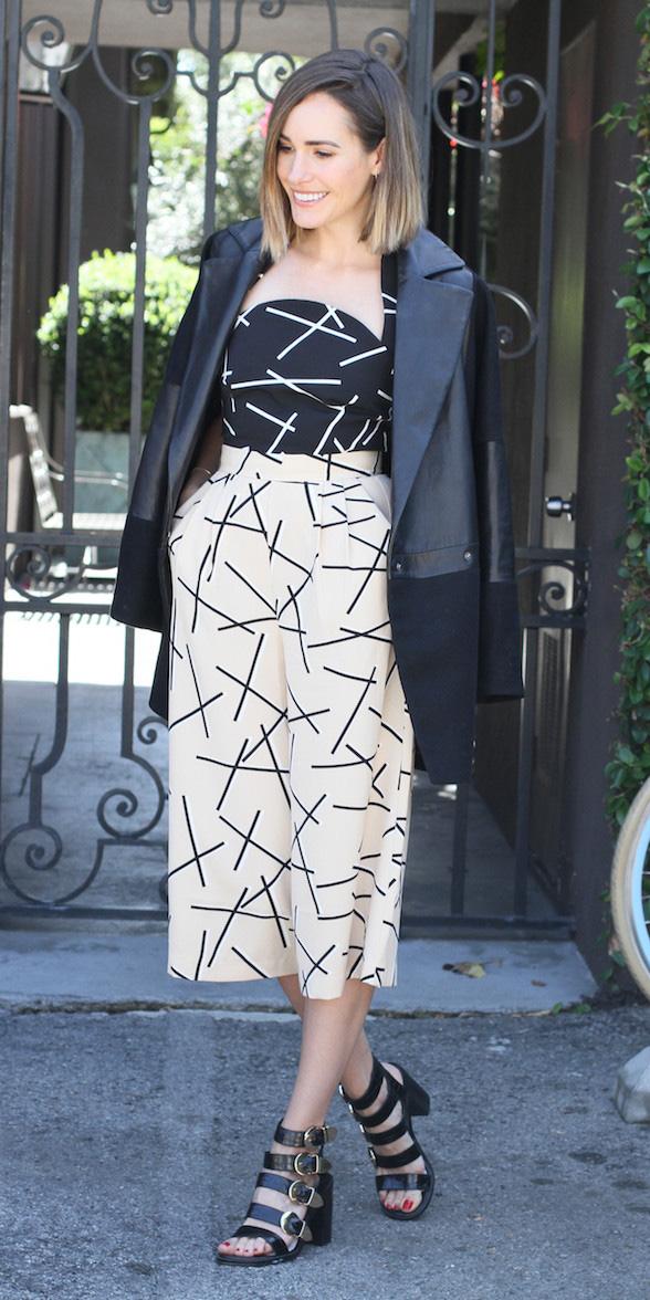 white-culottes-pants-print-black-top-black-jacket-blazer-black-shoe-sandalh-spring-summer-hairr-dinner.jpg