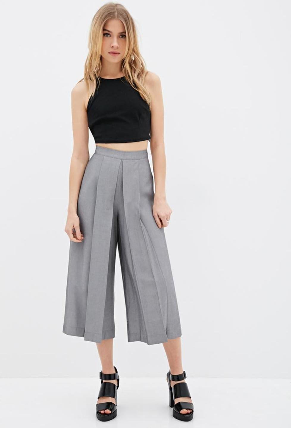 grayl-culottes-pants-black-top-crop-blonde-black-shoe-sandalh-spring-summer-style-fashion-wear-trouser-chunky-dinner.jpg