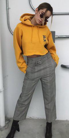grayl-culottes-pants-plaid-yellow-sweater-sweatshirt-hoodie-crop-blonde-sun-pony-black-shoe-booties-fall-winter-lunch.jpg