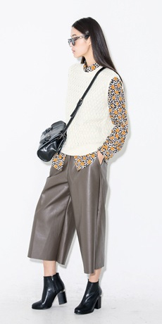 grayl-culottes-pants-white-sweater-sleeveless-layer-black-bag-black-shoe-booties-fall-winter-brun-lunch.jpg