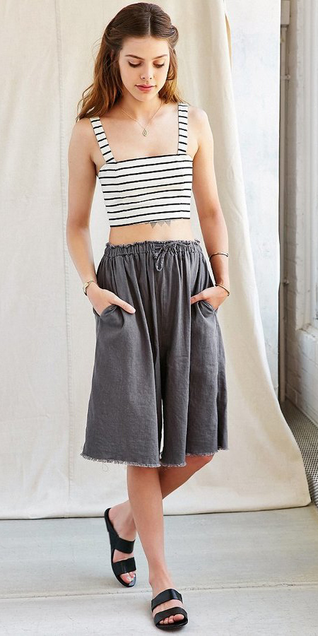 grayd-culottes-pants-white-crop-top-stripe-black-shoe-sandals-spring-summer-hairr-weekend.jpg
