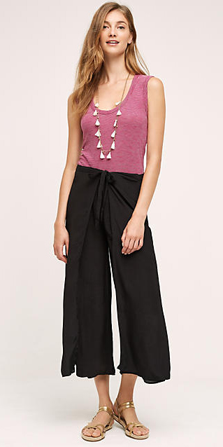 black-culottes-pants-r-pink-magenta-top-tank-necklace-tan-shoe-sandals-hairr-spring-summer-style-fashion-wear-slides-weekend.jpg