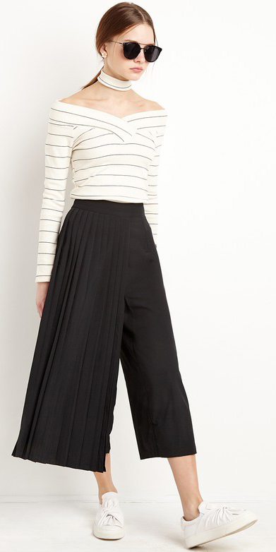 black-culottes-pants-white-top-choker-pony-sun-white-shoe-sneakers-spring-summer-hairr-lunch.jpg