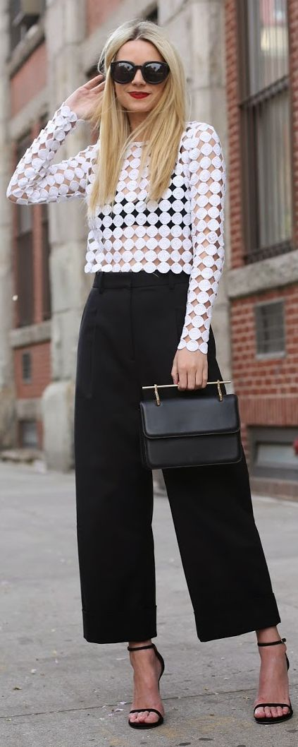 black-culottes-pants-white-top-mesh-black-bralette-black-shoe-sandalh-black-bag-sun-howtowear-fashion-style-outfit-spring-summer-blonde-lunch.jpg