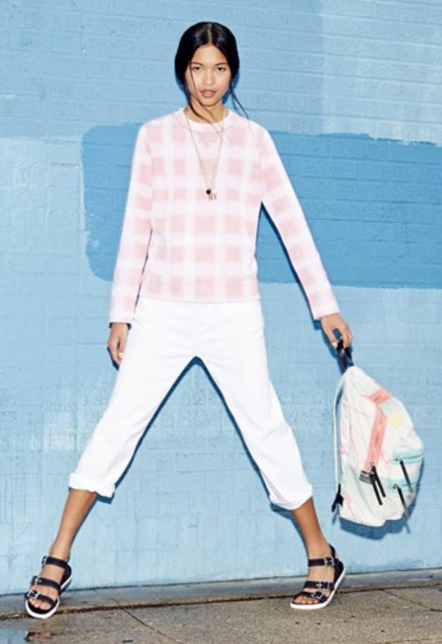 white-chino-pants-pink-light-sweater-black-shoe-sandals-bun-necklace-white-bag-pack-spring-summer-style-fashion-wear-brun-weekend.jpg