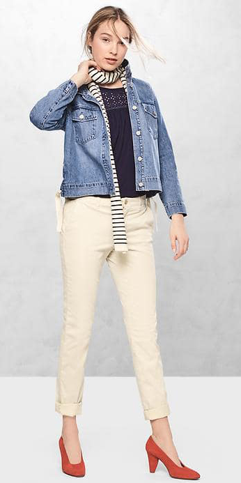 white-chino-pants-blue-navy-tee-blue-navy-scarf-neck-blue-light-jacket-jean-orange-shoe-pumps-hairr-gap-17-howtowear-fashion-style-outfit-spring-summer-bun-lunch.jpg