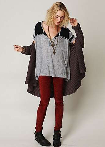 red-leggings-grayl-tee-brown-cardiganl-black-shoe-booties-necklace-pend-slouchy-wear-outfit-fashion-fall-winter-freepeople-blonde-weekend.jpg