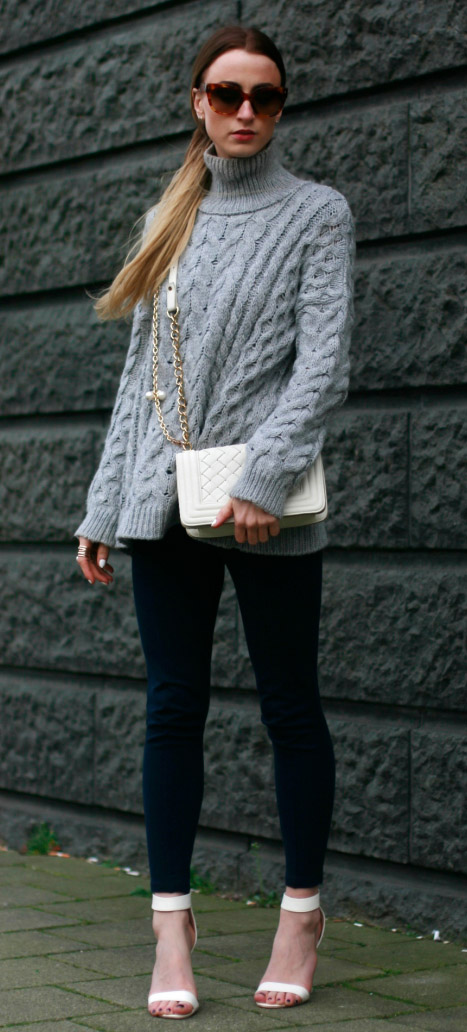 blue-navy-leggings-grayl-sweater-turtleneck-white-shoe-sandalh-sun-pony-white-bag-fall-winter-blonde-lunch.jpg