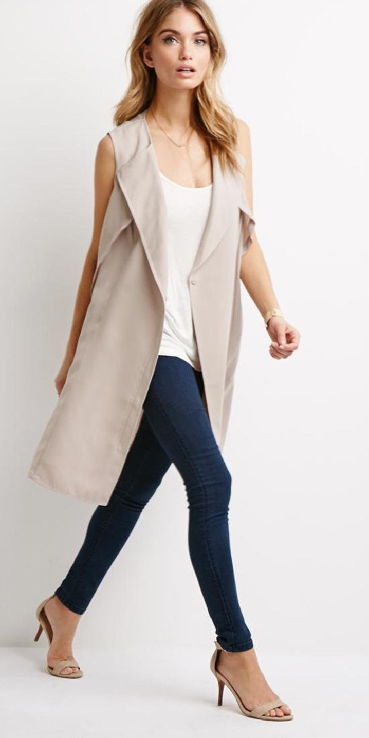 blue-navy-leggings-white-cami-tan-vest-trench-necklace-wear-style-fashion-spring-summer-tan-shoe-sandalh-blonde-lunch.jpg