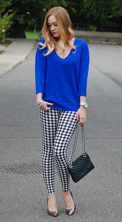white-leggings-print-cobalt-blue-med-sweater-blonde-black-bag-houndstooth-fall-winter-lunch.jpg