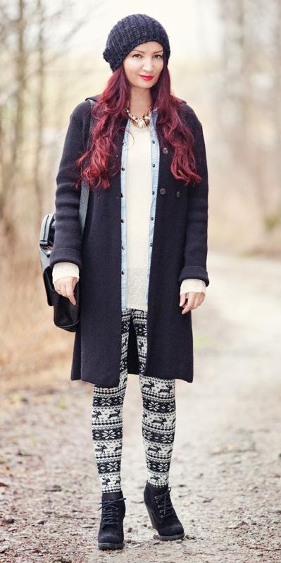 white-leggings-zprint-white-tee-black-shoe-booties-black-bag-beanie-necklace-nordic-wear-outfit-fashion-fall-winter-black-jacket-coat-hairr-weekend.jpg