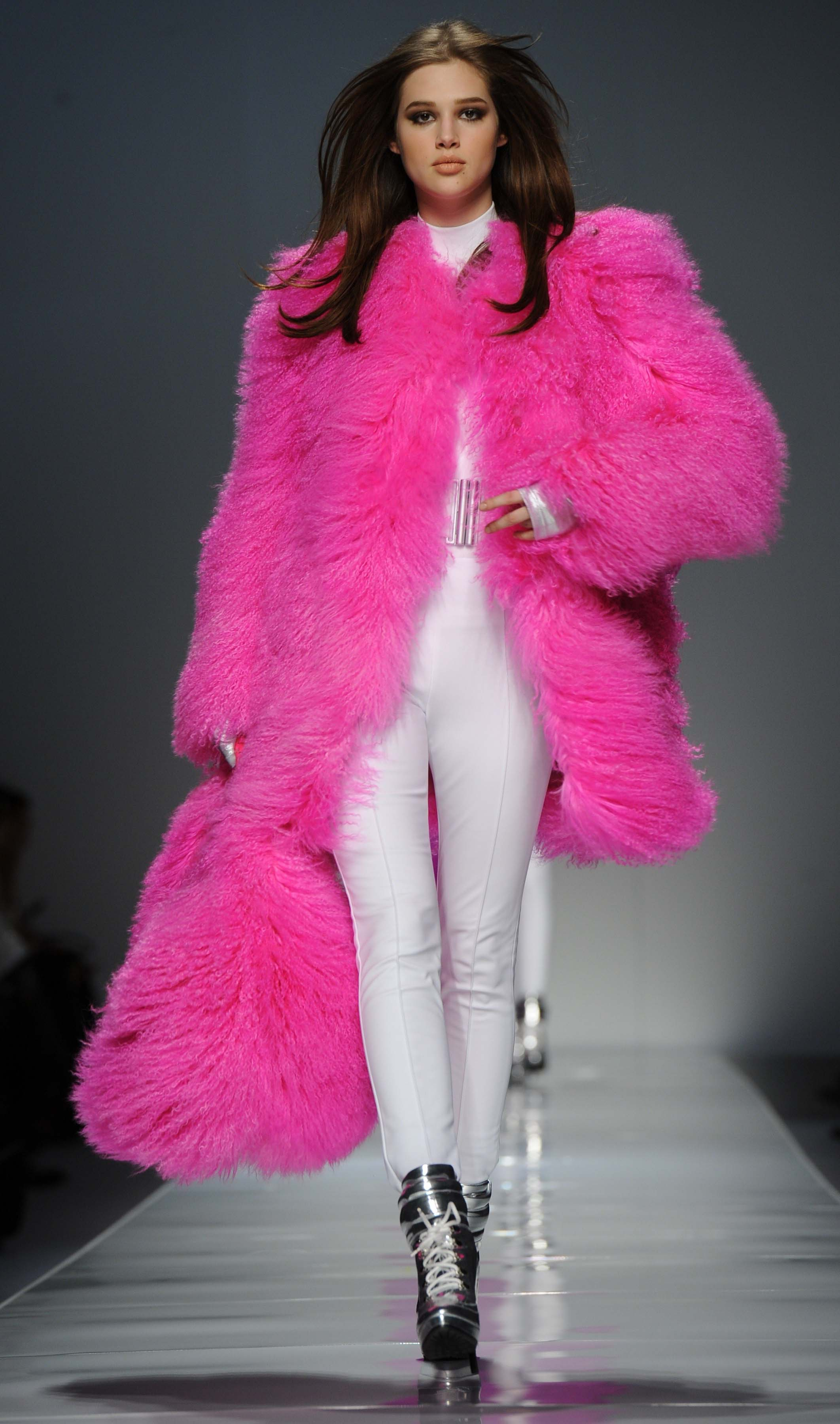 white-leggings-pink-magenta-jacket-coat-fur-fuzz-howtowear-fall-winter-hairr-lunch.jpg
