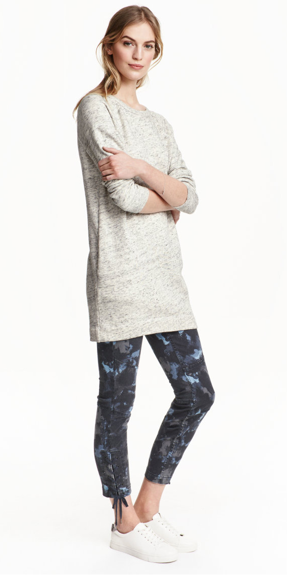 grayd-leggings-grayl-sweater-tunic-wear-style-fashion-spring-summer-camo-white-shoe-sneakers-blonde-weekend.jpg