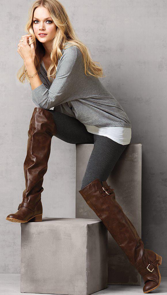 grayd-leggings-brown-shoe-boots-fall-winter-blonde-weekend.jpg