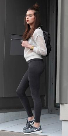 grayd-leggings-black-bag-pack-white-sweater-sweatshirt-fall-winter-brun-weekend.jpg