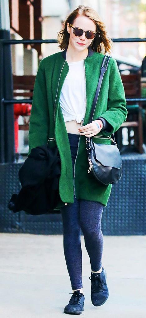 grayd-leggings-white-tee-green-emerald-jacket-coat-black-bag-sun-style-outfit-fall-winter-emmastone-celebrity-street-black-shoe-sneakers-weekend-crossbody-hairr-athleisure.jpg