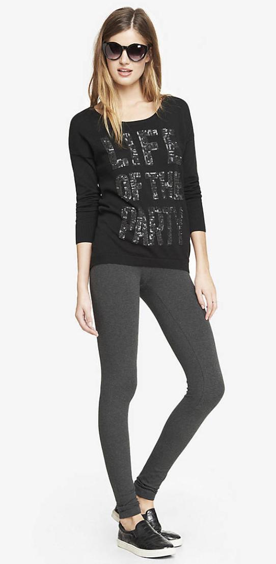 grayd-leggings-black-sweater-sweatshirt-wear-style-fashion-spring-summer-black-shoe-sneakers-sun-graphic-blonde-weekend.jpg
