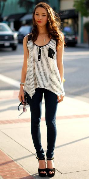 black-leggings-white-cami-black-bag-black-shoe-sandalw-necklace-wear-style-fashion-fall-winter-brun-lunch.jpg