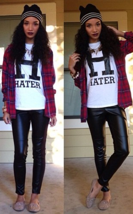 black-leggings-white-tee-red-plaid-shirt-chain-necklace-tan-shoe-flats-howtowear-fashion-style-outfit-fall-winter-graphic-beanie-brun-weekend.jpg