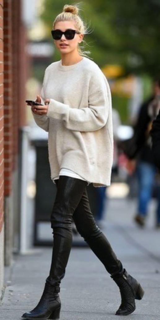 black-leggings-white-sweater-wear-style-fashion-fall-winter-black-shoe-booties-sun-bun-blonde-weekend.jpg