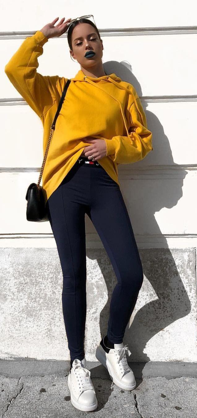 black-leggings-yellow-sweater-sweatshirt-brun-black-bag-white-shoe-sneakers-fall-winter-weekend.jpg